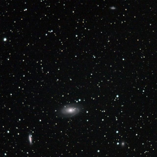 M81、 M82、および周辺の銀河