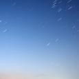 昇る冬の大三角とオリオン座(薄明)